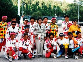 高原須美子日本大使を囲むペサパッロ・日本チーム