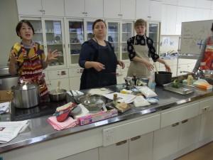 2017年2月の料理講習会(左から二人目がシリヤさん)