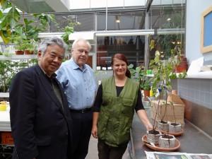 Matti さん、Katjaさんと2種4本の苗木