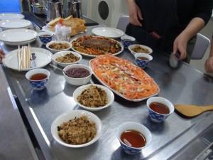 ミートローフ焼き野菜添え(一番奥)オートミールリンゴ焼き(手前)サーモンサラダの横にあるのがクランベリーソース